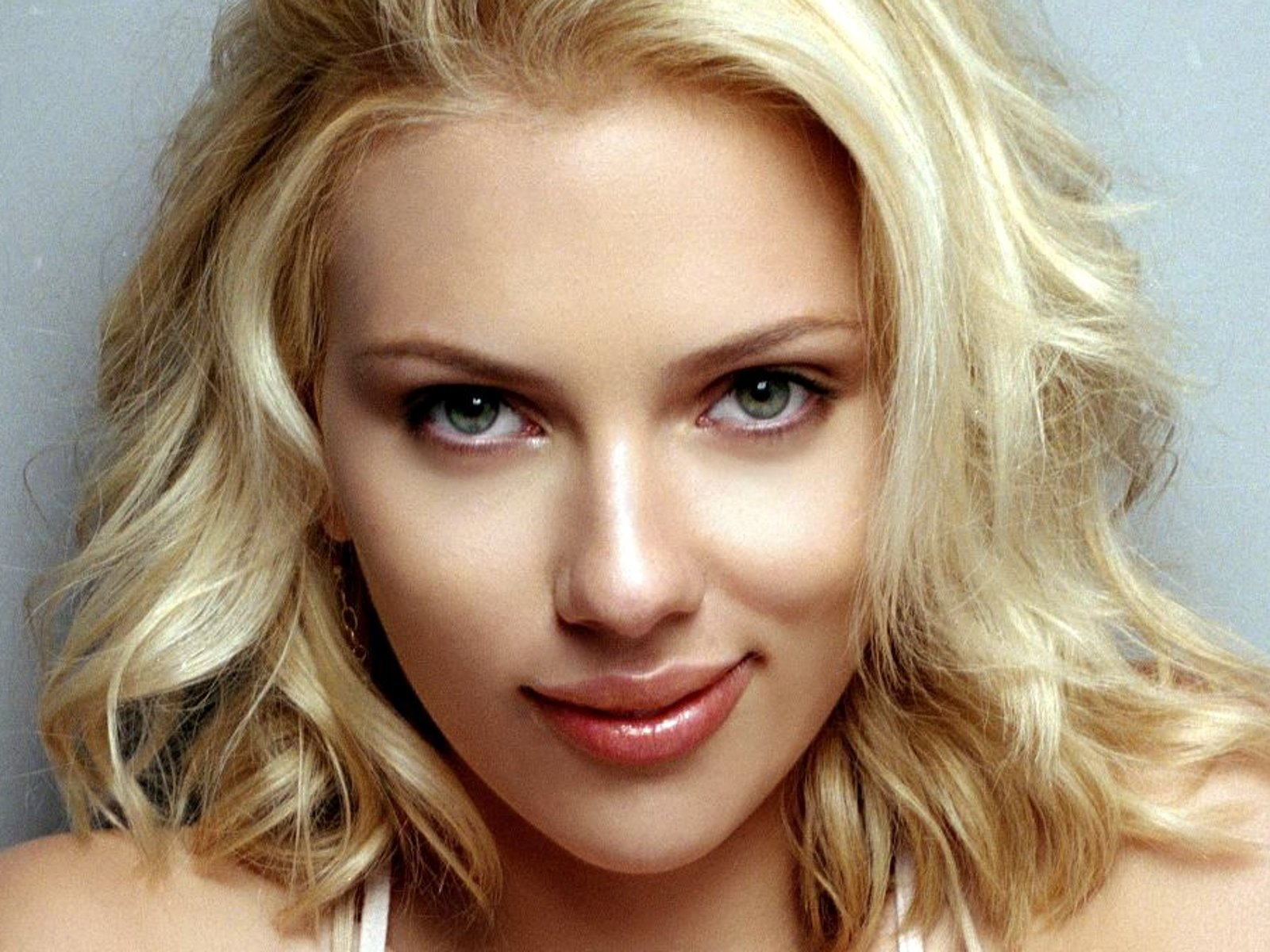 WARNING!! Check Out Scarlett Johansson Fully Nude in Her New Movie : KFRQ Q94.5