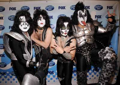 Band-Kiss-at-the-finale-of-Season-8-of-American-Idol